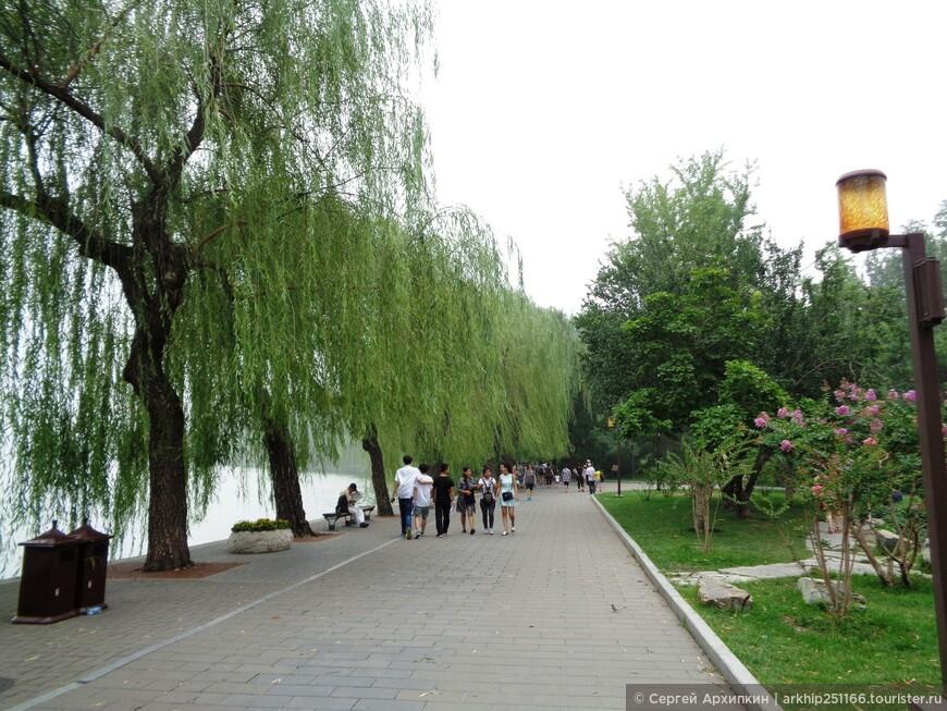 В парке Бэйхай