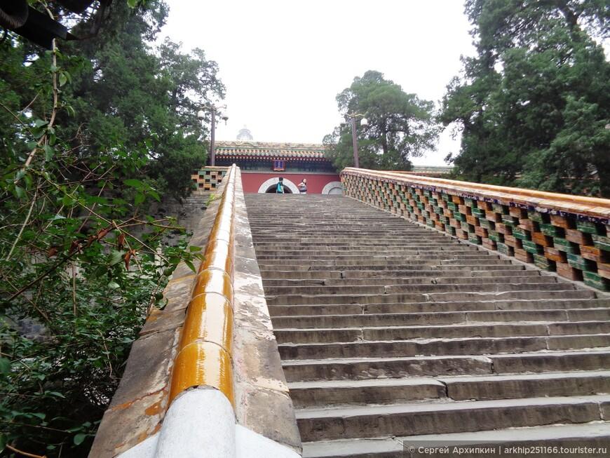 Лестница к Белой пагоде в Парке Бэйхай