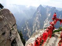 Священные горы Хуашань в Западном Китае.
