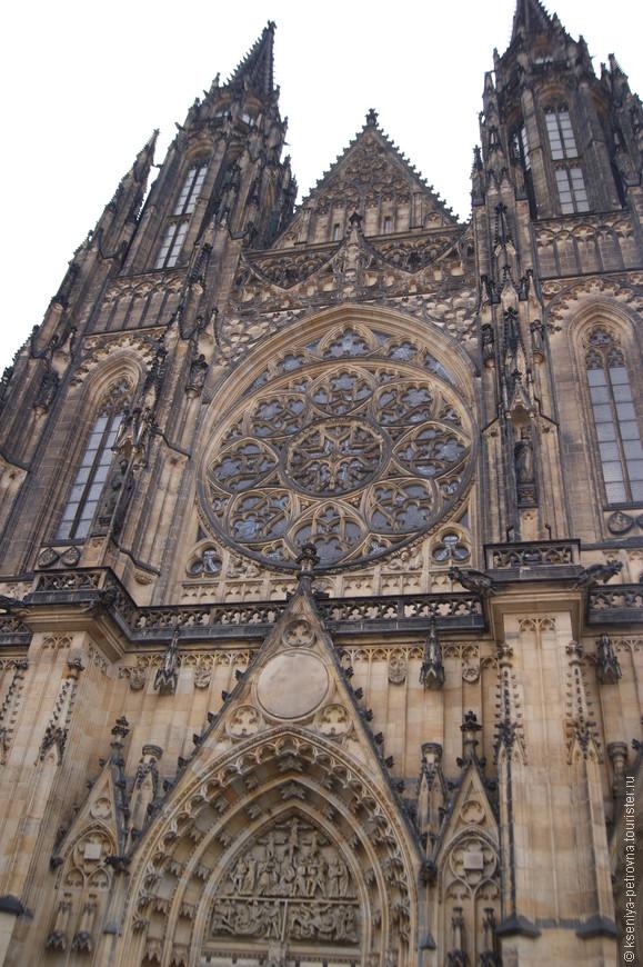 Собор святого Вита, огромный и величественный.