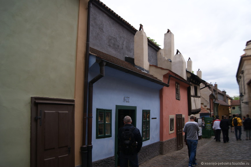 Злата уличка и ее миниатюрные домики.