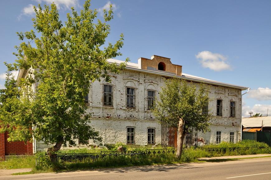 04. В историческом центре (в единственном центре) сохранились несколько симпатичных домиков постройки начала века.