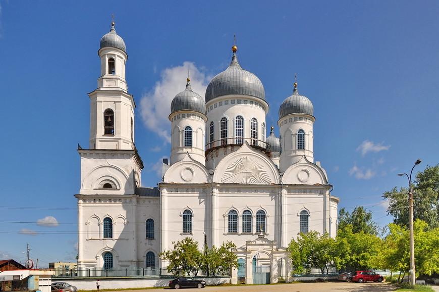 07. Церковь является высотной доминантой города, не заметить ее трудно. В ней есть какие-то подземные ходы, но я не проверял.