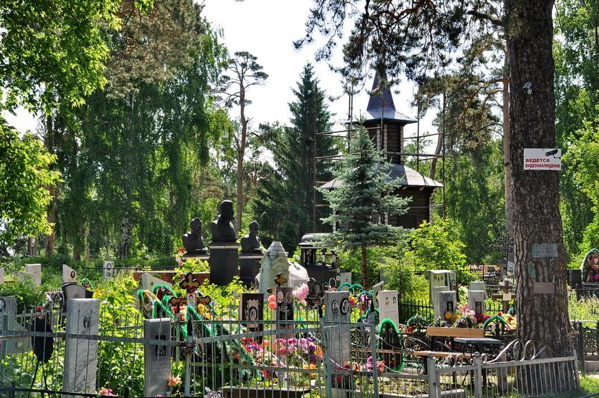 12. А теперь я хочу показать главную достопримечательность города – местное кладбище.