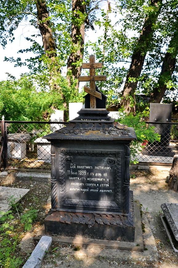 15. Можно с легкостью встретить памятники 19 века. На Урале не часто встречаются такие кладбища, в советское время часто их переносили, я слышал множество рассказов про такие «раскопки».