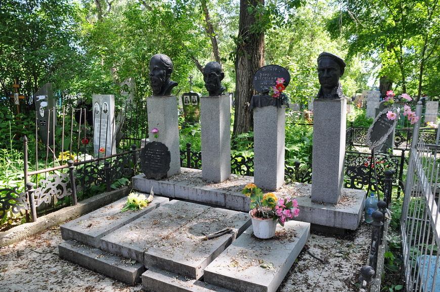 34. Каслинское кладбище не зря называют одной из главных достопримечательностей города, можно ходить как в музее.