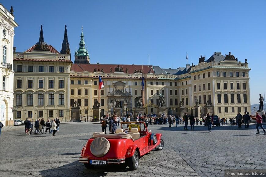 Градчанская площадь, вход в Пражский Град