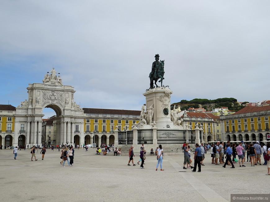 Praça do Comércio . Если надо купить палку для сЭлфи или гашиш , то идти сюда .