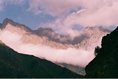 туман в ущелье Дарьяли