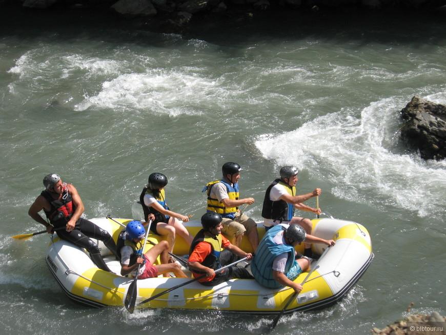 по среди пути можно искупаться в речке... это значит-прыгаешь в воду и мчишься, как пуля...ссууупер!!!