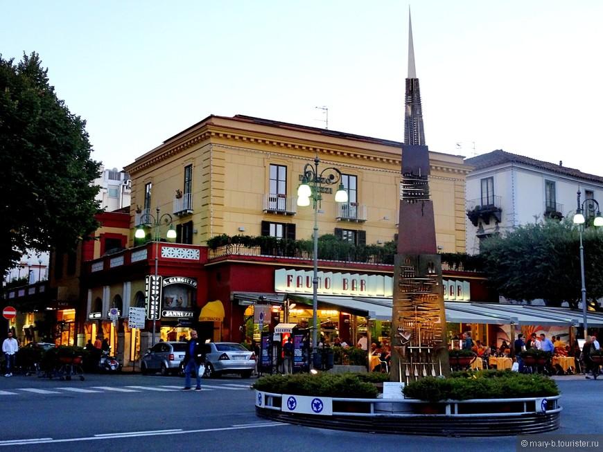 Центральная площадь - пьяцца Тассо