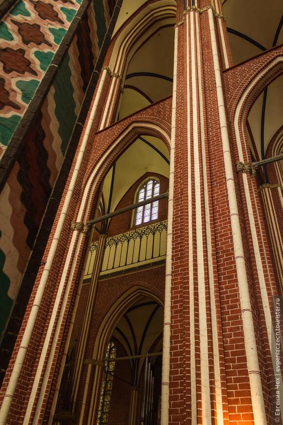 Стены собора устремляются ввысь