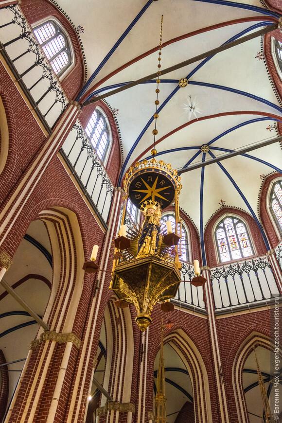 Подсвечник Марии, 1280, позднероманский стиль