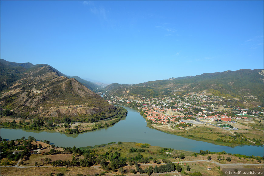 Вид со стороны Джвари на слияние рек Куры и Арагви.