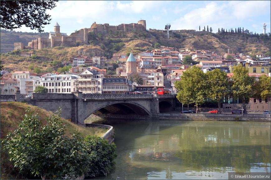 Вид на крепость Нарикала, Тбилиси.