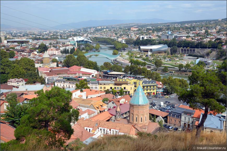 Вид на Тбилиси с крепости Нарикала.
