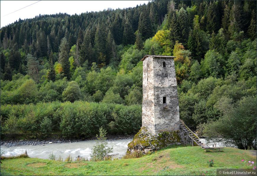 Башня Любви по дороге из Местии в Ушгули.