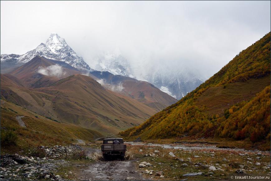 Дорога к леднику Шхара из Ушгули.