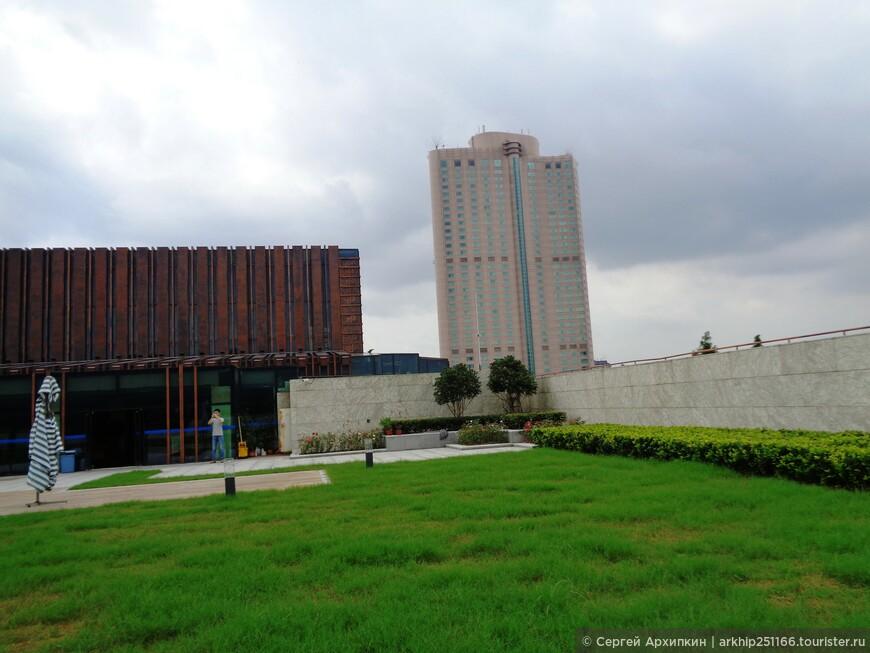 На крыше Нанкинского музея