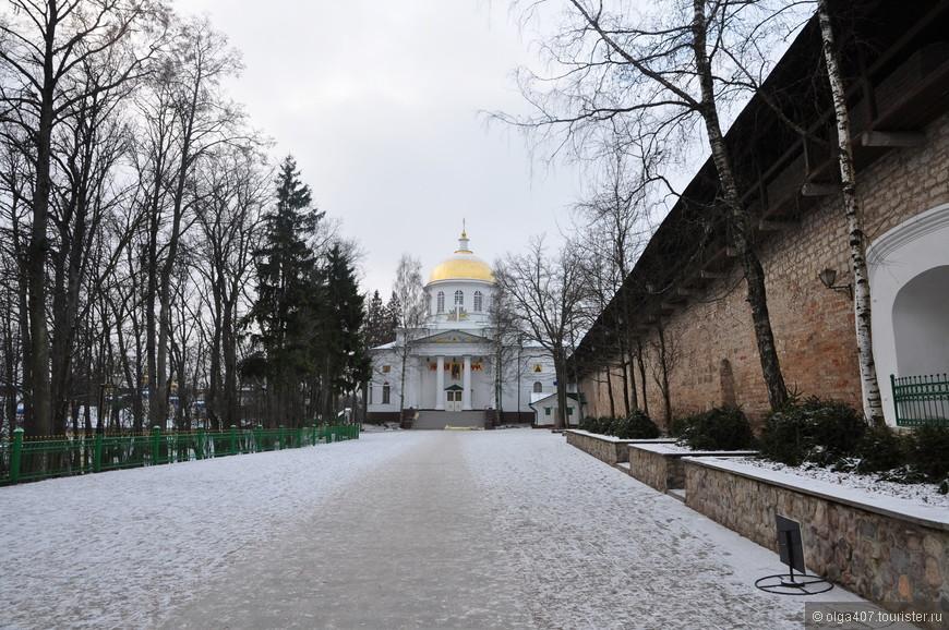 Михайловский собор (1827 г., воздвигнут в память о победе 1812 г.)
