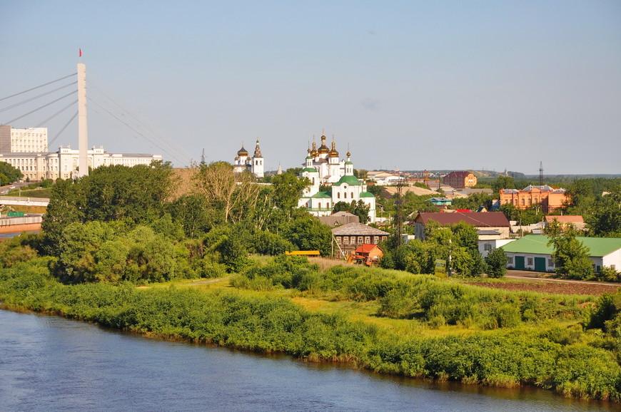 03. На другой стороне реки относительно центра (так называемая «Зарека») еще остались частные дома, думается с очень хорошим видом.