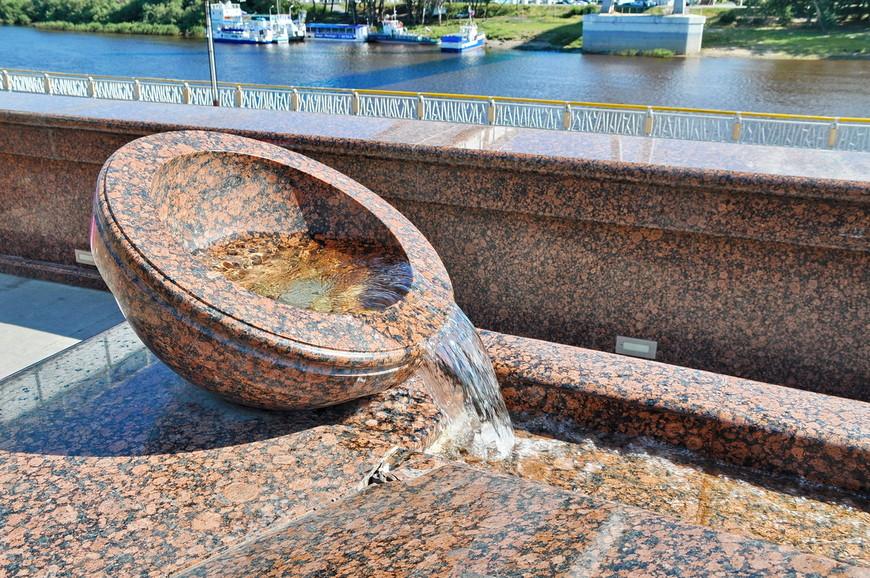 10. Интересная каскадная инсталляция с текущей водой.