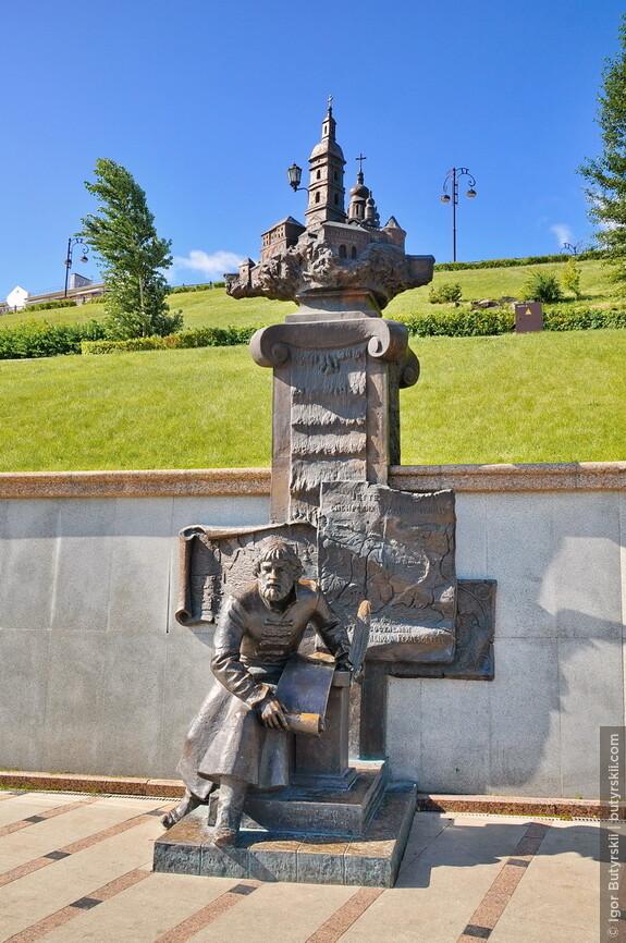 16. Также присутствуют скульптурные композиции. Сделано очень здорово, обратите внимание, что с верхних ярусов будет видна лишь церковь.