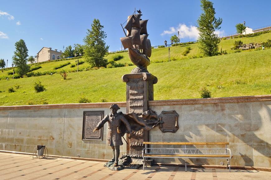 21. Возле скульптур есть табличка описывающая определенный этап в истории города, здорово придумано и реализовано.