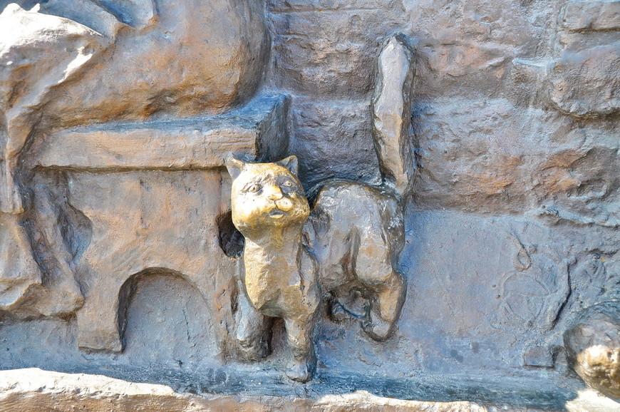 26. Уровень детализации скульптур на лицо, точнее на морду. В Тюмени решили брать количеством.