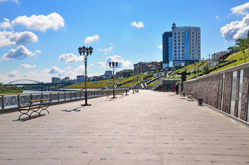 27. При строительстве набережной был укреплен 25-ти метровый склон. Набережная разведена на 4 отдельных пешеходных яруса.
