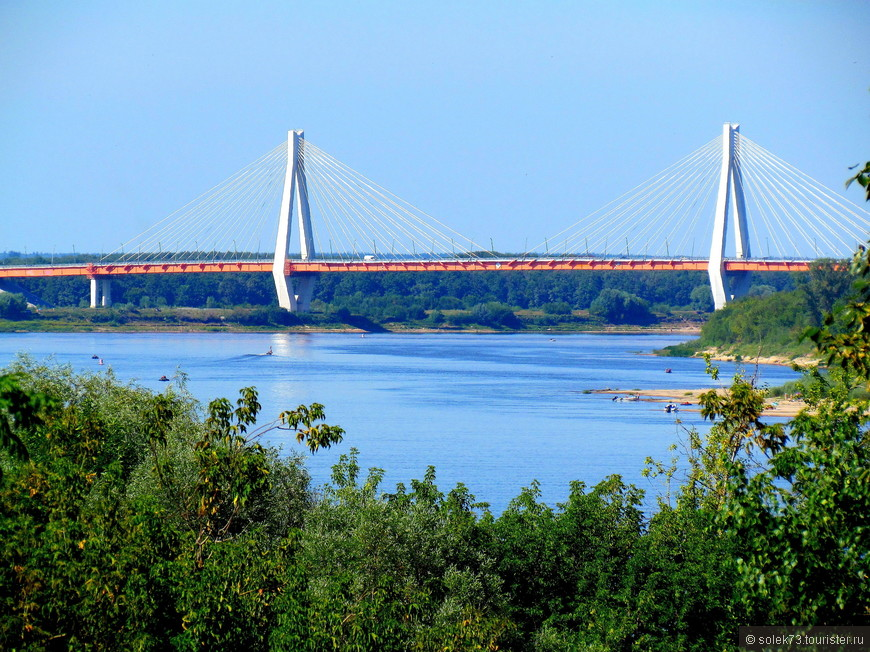 Муромский мост через Оку, соединяющий Владимирскую и Нижегородскую области, по итогам интернет-голосования признан самым красивым в России.