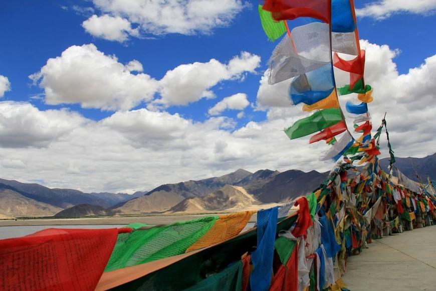 тибетские молитвенные флаги