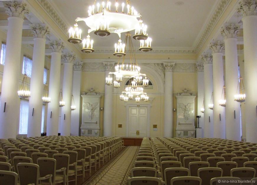 Белый зал.