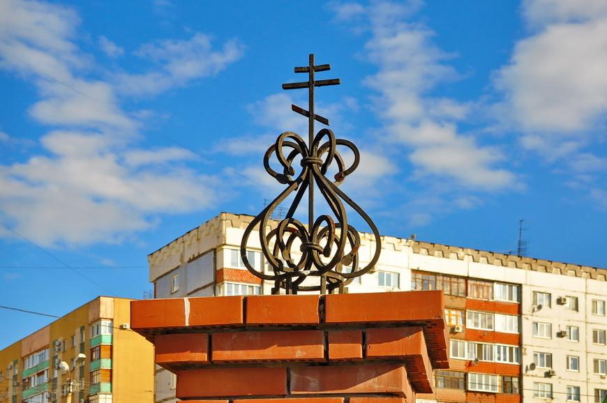 13. Как все-такие безвкусно стали строить церкви теперь. Разрыв в советскую эпоху напрочь уничтожил навыки строительства религиозных зданий (да и жилых тоже).
