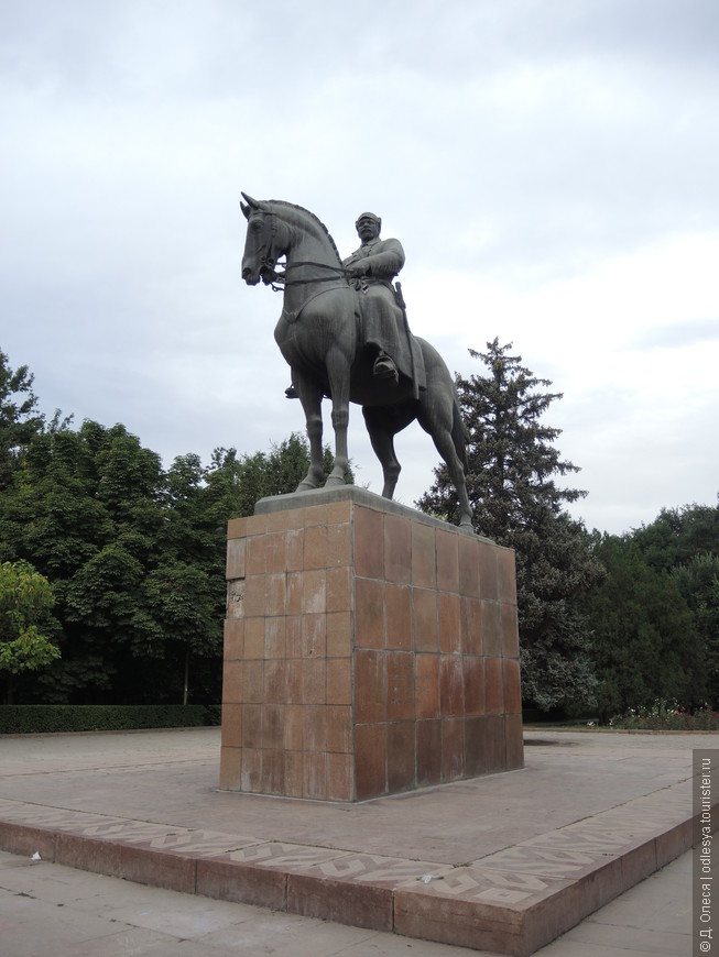 монумент Фрунзе Михаилу