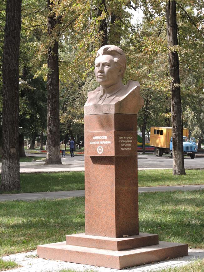 памятник Аммосову М.К. - одному из первых руководителей республики