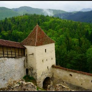Замки, вампиры и околдовывающая красота Румынии