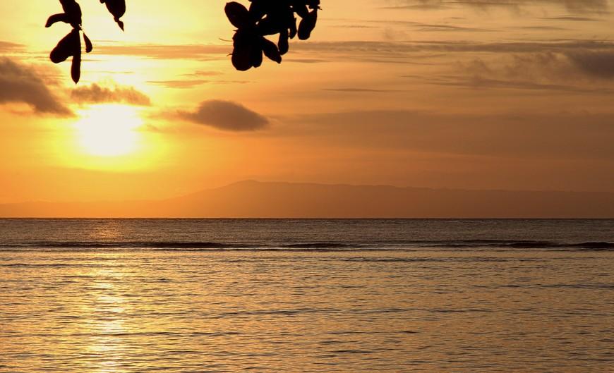 Другой пляж. Другой вулкан. Другой закат...