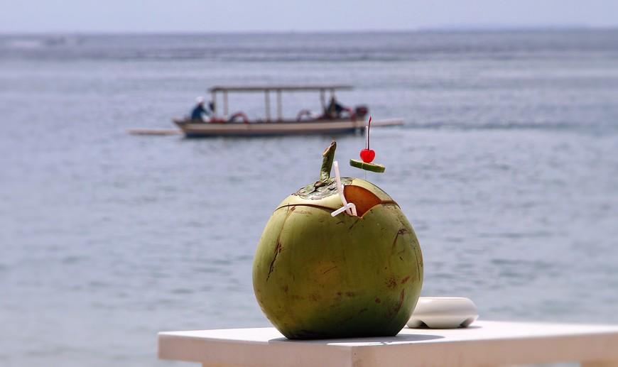 """Что за пляж без """"коктейлей пряных""""? А может, """"бананы-кокосы, апельсиновый рай""""? Каждому свое..."""