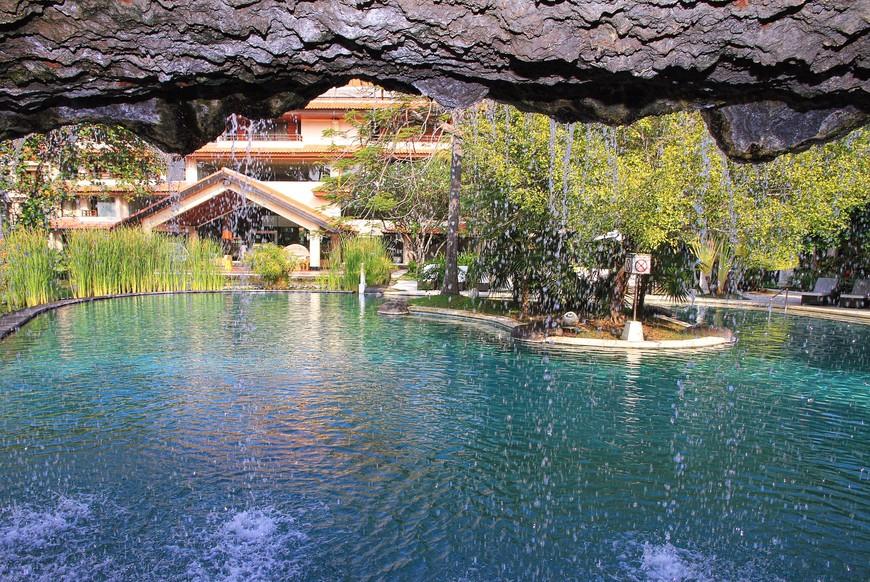 Для совсем ленивых - в воду можно не входить, польют сверху! Водопад практически, одомашненный...
