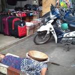 Спящая бабушка на рынке.jpg