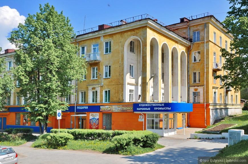 02. Советские здания, очень интересно сделаны колонны-арки.