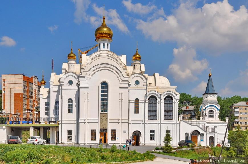 10. Храм Серафима Саровского, построенный в 1999 году. Очень крупное, монументальное строение. Не сказал бы, что мне понравилось, но это дело вкуса.