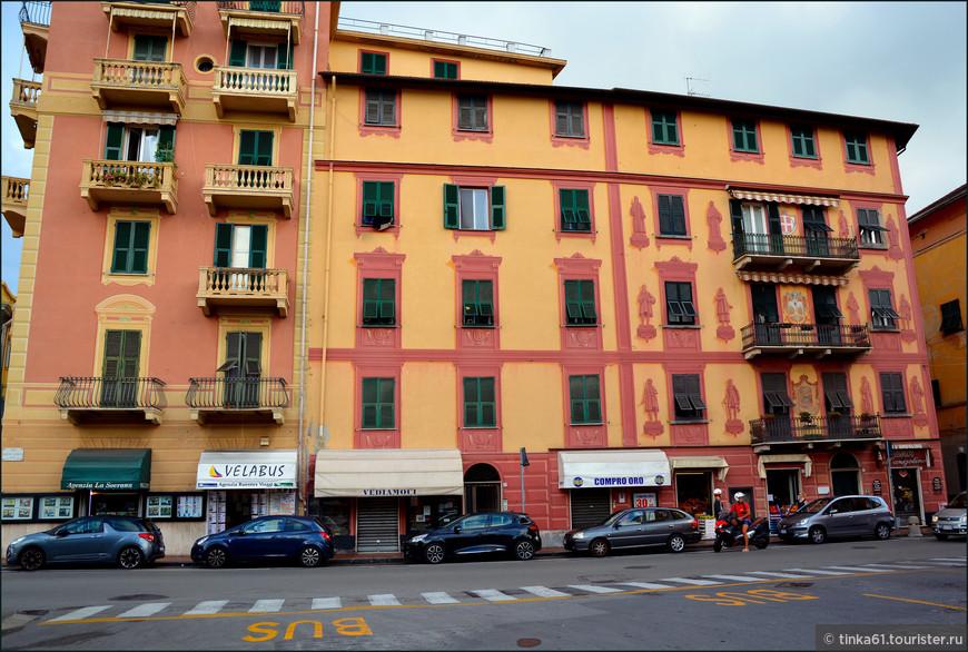 Расписные фасады, знаменитый генуэзский стиль.