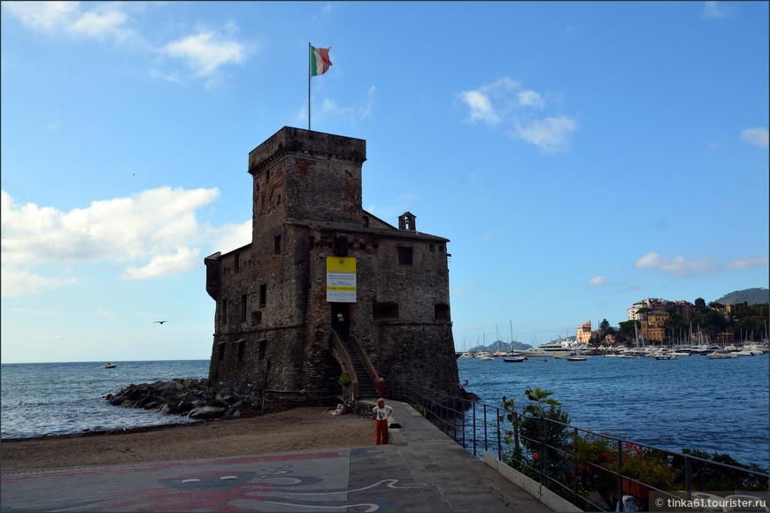 Морской замок-крепость, главная визитная карточка Рапалло.