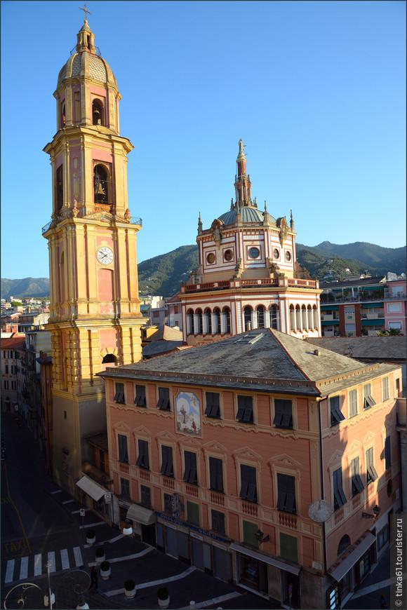 Вид на Базилику с колокольней из окна гостиницы.