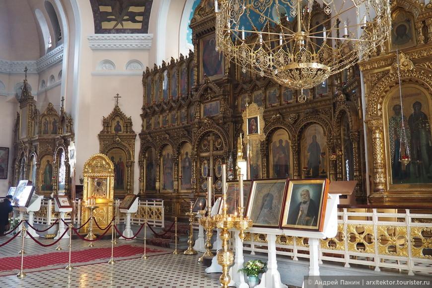 Иконостас Воскресенского собора.
