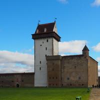 Внутри Нарвской крепости находится замок Германа.