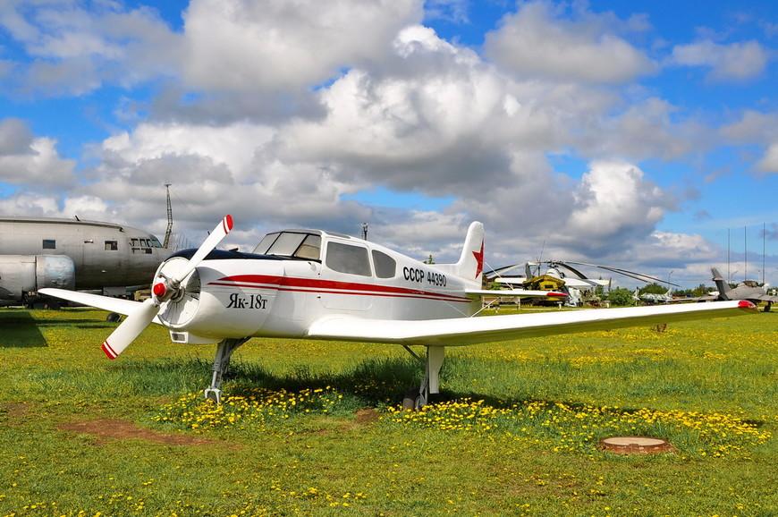 Учебно-тренировочный и пассажирский самолет Як-18Т