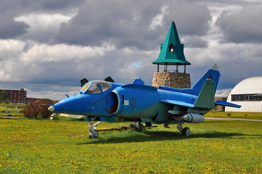 Палубный самолёт Як-38